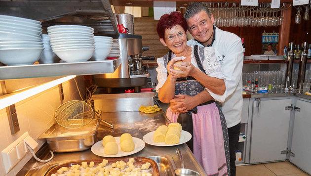 Andreas Wojta mit Mutter Gertrude (Bild: Starpix / Alexander Tuma)