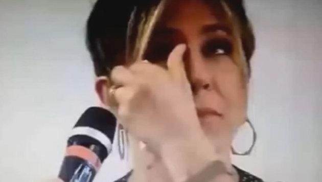 Jennifer Aniston weint bei Fragestunde (Bild: YouTube.com)