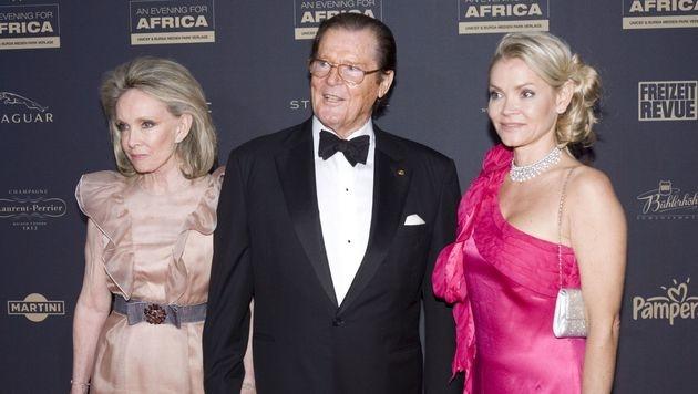 Sir Roger Moore mit Ehefrau Kiki Tholstrup (re.) und Christina Knudsen (li.) (Bild: www.VIENNAREPORT.at)