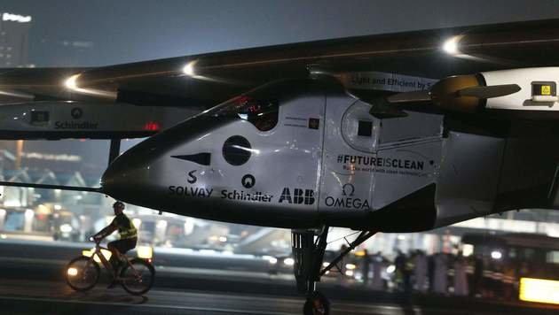 """Solar Impulse 2"" hat Weltumrundung geschafft (Bild: APA/AFP/Karim Sahib)"