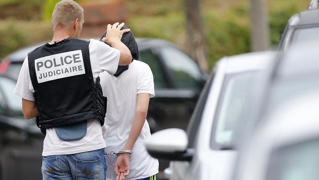 Kermiches jüngerer Bruder wurde am Dienstag kurzzeitig in Polizeigewahrsam genommen. (Bild: APA/AFP/CHARLY TRIBALLEAU)