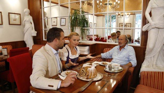 Straßer & Maurer erkunden Dindl, Lederhose und Co. (Bild: ServusTV)