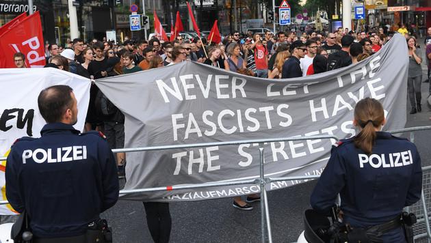 Eine Demonstration von Grünen Alternativen Studentinnen und der Antifa (Bild: APA/Roland Schlager)