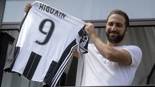 Juventus nimmt mit Higuain CL-Pokal ins Visier! (Bild: AFP)