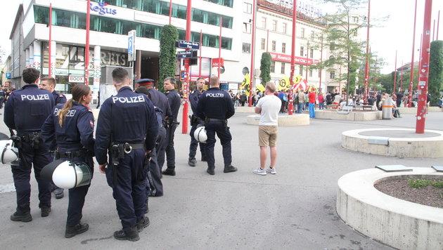 Polizei-Großeinsatz bei Kundgebungen in Wien (Bild: Andi Schiel)