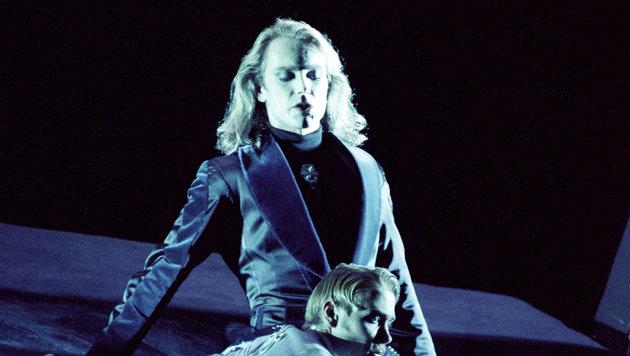 """Kröger (hinten) bei der Premiere von """"Elisabeth"""" am 3. September 1992 am Theater an der Wien (Bild: Barbara Gindl / APA-Archiv / picturedesk.com)"""