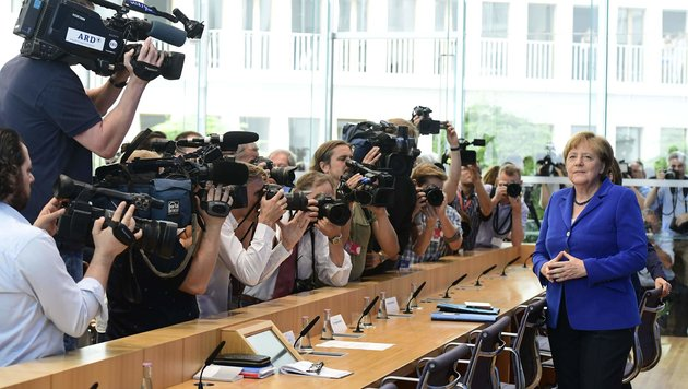 """Kanzlerin Merkel bleibt stur: """"Wir schaffen das"""" (Bild: APA/AFP/Tobias Schwarz)"""