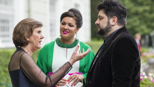 Festpiel-Präsidentin Helga Rabl-Stadler im Gespräch mit Anna Netrebko und Yusif Eyvazov. (Bild: APA/FRANZ NEUMAYR/LEO)