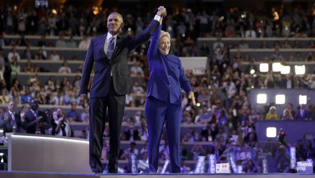 Triumphale Gesten beim Parteitag der Demokraten (Bild: AP)