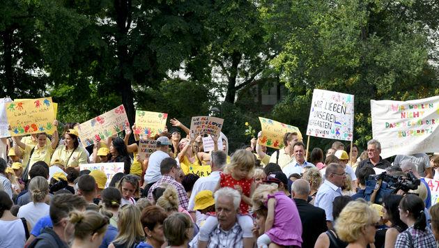 """Demo gegen Schließung von """"Alt-Wien""""-Kindergärten (Bild: APA/HERBERT NEUBAUER)"""