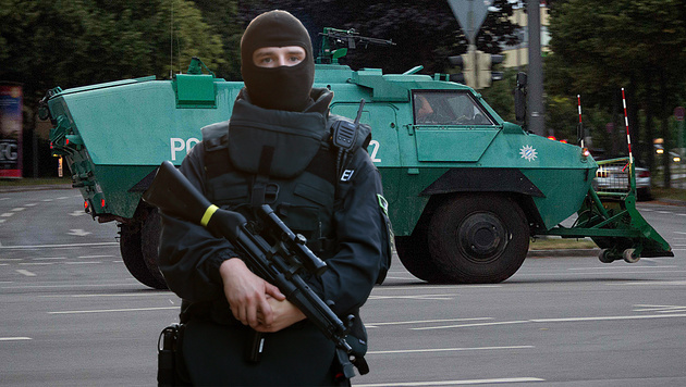 Bayern rüstet Polizei nach Amoklauf und Terror auf (Bild: AP. APA/AFP/STR)