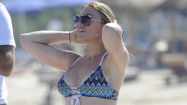 Lindsay Lohan urlaubt mit Freunden auf einer Jacht vor Sardinien. (Bild: Viennareport)