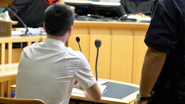 Wien: Nur drei Jahre Haft für Serien-Sextäter (23) (Bild: APA/HERBERT NEUBAUER)