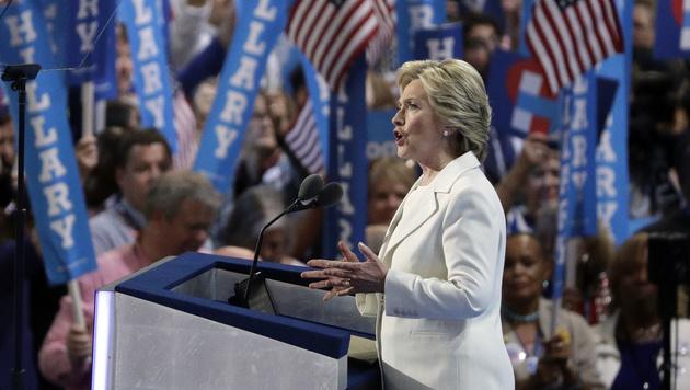 Clinton offiziell Kandidatin für Präsidentschaft (Bild: AP)