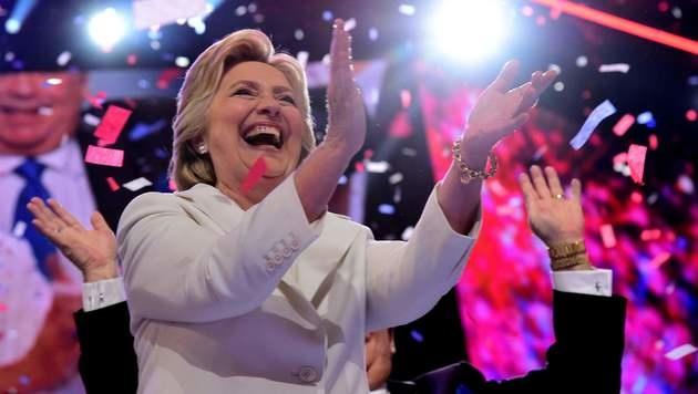 Clinton offiziell Kandidatin für Präsidentschaft (Bild: APA/AFP/ROBYN BECK)