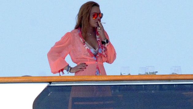 Schwanger oder nicht? Lindsay Lohan beim Rauchen erwischt! (Bild: Viennareport)