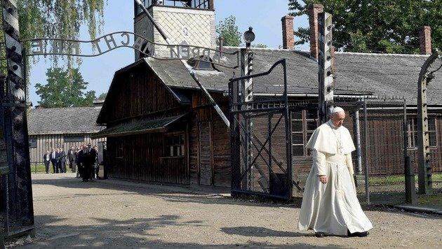 """Papst: """"Herr, vergib uns so viel Grausamkeit!"""" (Bild: APA/AFP/Janek Skarzynski)"""