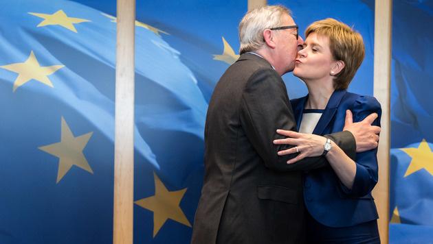 Herzliche Begrüßung für Schottlands Premierministerin Nicola Sturgeon (Bild: Associated Press)