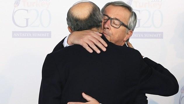 Auf Kuschelkurs mit Frankreichs Außenminister Laurent Fabius (Bild: APA/AFP/VOLKAN FURUNCU)