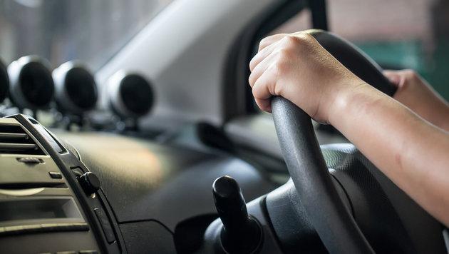 Betrunkene Mutter baut mit Kindern im Auto Unfall (Bild: thinkstockphotos.de)