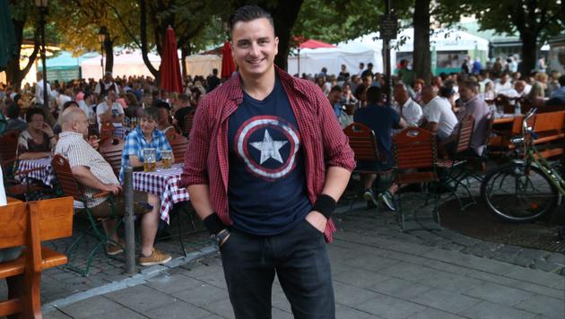 """Vor seinem Konzert in München spazierte Andreas Gabalier mit der """"Krone"""" durch die Stadt. (Bild: Sepp Pail)"""