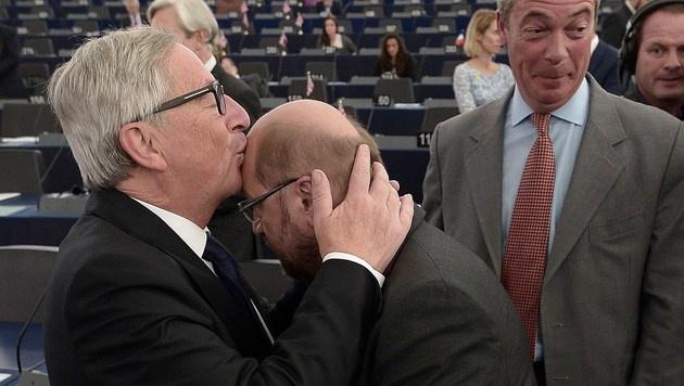 Ein Bussi für den EU-Parlamentsvorsitzenden Martin Schulz (Bild: AFP)