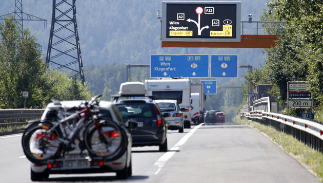Karawankentunnel gesperrt: Stauchaos blieb aus (Bild: APA/GERT EGGENBERGER)