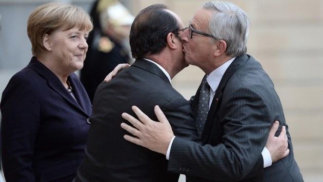 Einer, der häufig geküsst wird, ist Frankreichs Staatschef Francois Hollande. (Bild: APA/AFP/STEPHANE DE SAKUTIN)