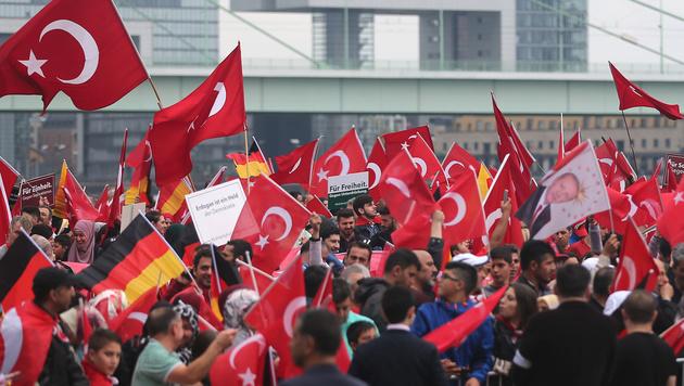 Immer mehr Türken suchen Asyl in Deutschland (Bild: APA/AFP/dpa/Oliver Berg)