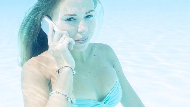 Abtauchen mit dem Handy: Darauf sollten Sie achten (Bild: thinkstockphotos.de)