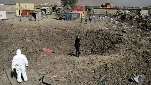 Kabul: Polizei wehrt Taliban-Angriff auf Hotel ab (Bild: APA/AFP/WAKIL KOHSAR)