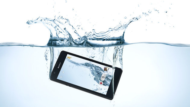 Abtauchen mit dem Handy: Darauf sollten Sie achten (Bild: Sony)