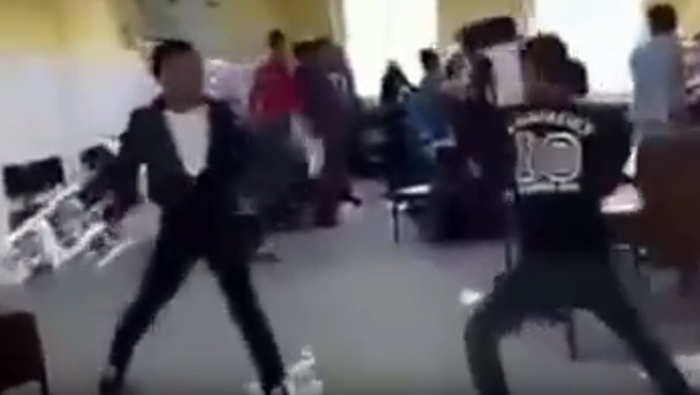 D: Hier gehen Fl�chtlinge brutal aufeinander los (Bild: YouTube.com/ODIN 88)