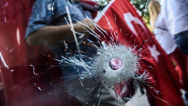 Der Putschversuch in der Türkei hat sichtbare Spuren hinterlassen. (Bild: APA/AFP/OZAN KOSE)
