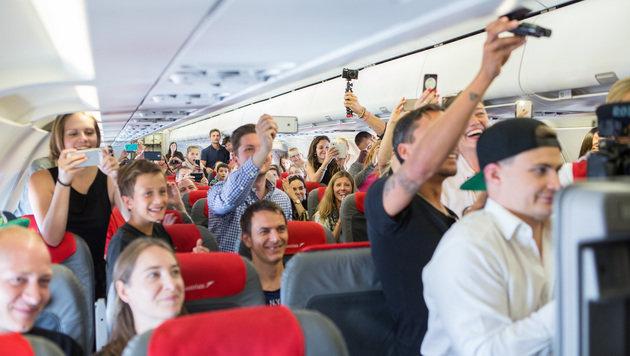 Die anderen Passagiere an Bord waren begeistert und knipsten Erinnerungsfotos. (Bild: Felipe Kolm/warda network)