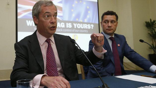 Nigel Farage in einer gemeinsamen Pressekonferenz mit Steven Woolfe (Bild: ASSOCIATED PRESS)
