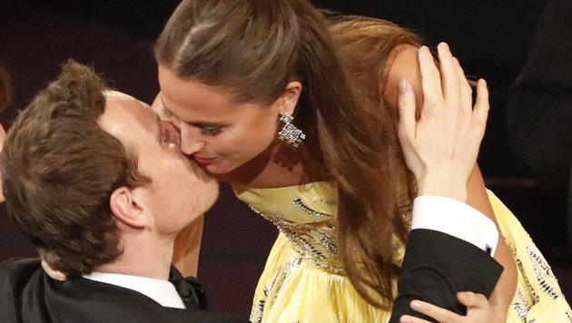 Bei den Oscars wurde Vikander als beste Nebendarstellerin ausgezeichnet. Dafür gab's einen Kuss. (Bild: Viennareport)