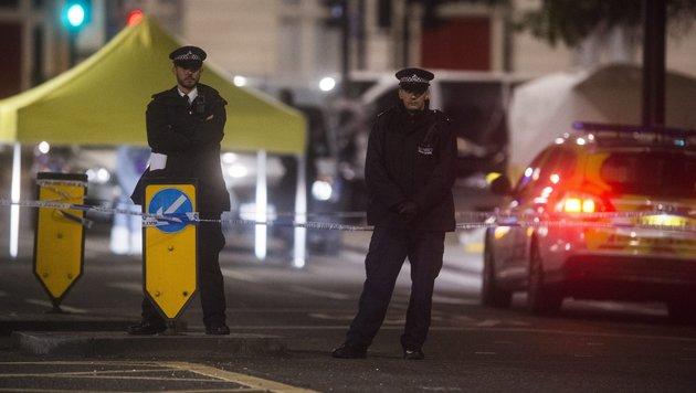 London: Eine Tote und Verletzte bei Messerattacke (Bild: EPA/Will Oliver)