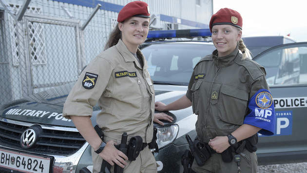 Wachtmeisterin Eva Ferris und Frau Hauptmann Christina Hofer (Bild: Bundesheer/Pusch)