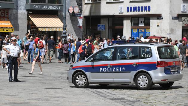Auch der Stephansplatz wurde von der Polizei �berwacht. (Bild: APA/ROLAND SCHLAGER)