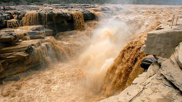 Der Gelbe Fluss am Hukon-Wasserfall (Bild: Wikimedia/Leruswing (CC BY-SA 3.0))