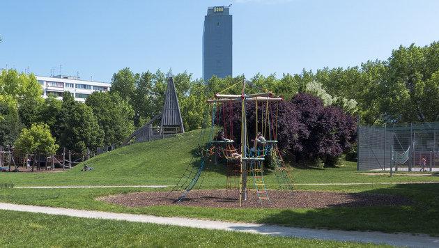 Der Kinderspielplatz im Alfred-Böhm-Park (Bild: commons.wikimedia.org/Gugerell)