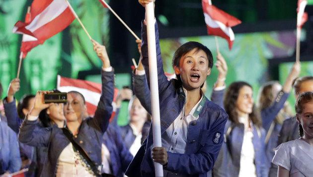 Österreichs Athleten beim Einmarsch (Bild: AP)