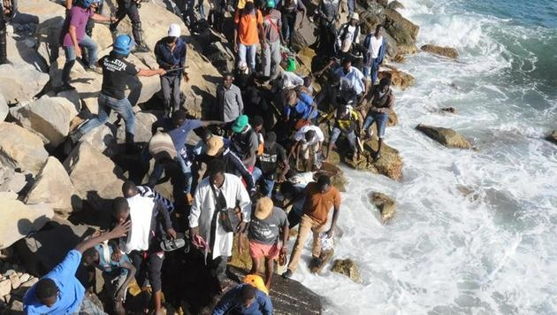 Asylkrise in Italien alarmiert Österreich (Bild: AP)