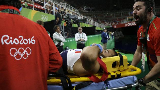 Beinbruch! Horror-Verletzung bei Turnbewerb (Bild: AFP)
