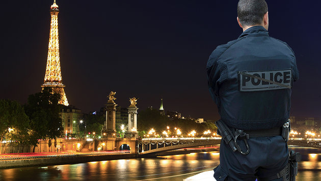 Terror-Fehlalarm in Paris: Eiffelturm evakuiert (Bild: JOEL SAGET/AFP/picturedesk.com, APA/AFP/ROMAIN LAFABREGUE)