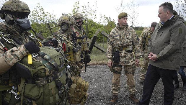 Der Verteidigungsminister zu Besuch beim Jagdkommando in Wiener Neustadt (Bild: APA/BUNDESHEER/PUSCH)