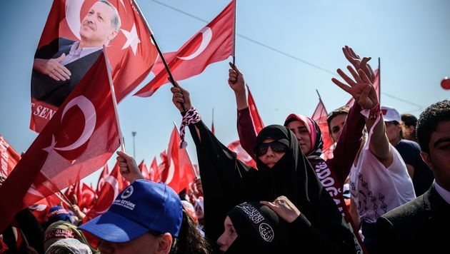 Hoher Politiker der Erdogan-Partei tritt zurück (Bild: AFP or licensors)