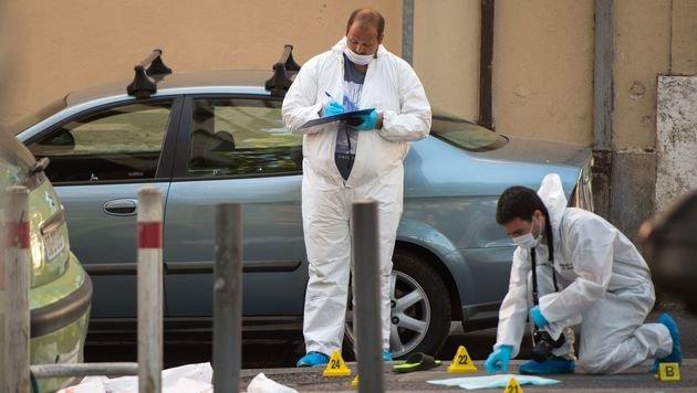 Spurensicherung am Tatort in Marseille (Bild: APA/AFP/BERTRAND LANGLOIS)