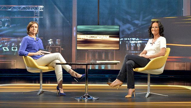 """ORF-Moderatorin Susanne Schnabl und Grünen-Chefin Eva Glawischnig vor Beginn des """"Sommergesprächs"""" (Bild: APA/HERBERT NEUBAUER)"""